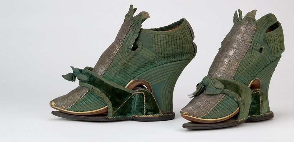 shoes with clogs - enlgish - 1710-30 - HandBound, 18th century shoe and footwear research, glossary of 18th century terms, what the georgians wore,