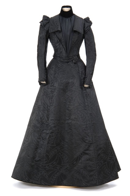 mnhs.org - c.1880-1900 - no date found - HandBound Costumes, Late Victorian Two Piece Suit, Replicas made from museum images, Bespoke historical costume, Made to Measure Victorian Outfits