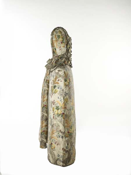 Ann Fanshaws dress - Side view - 1751-52 - mus of lon