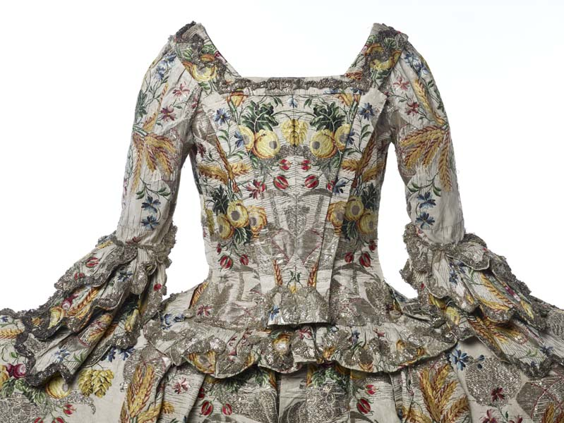 Ann Fanshaws dress back view 1752-53 - mus of london