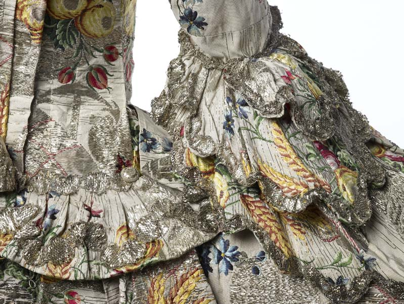 Ann Fanshaws dress - side back and cuff view - 1752-53 - mus of lon