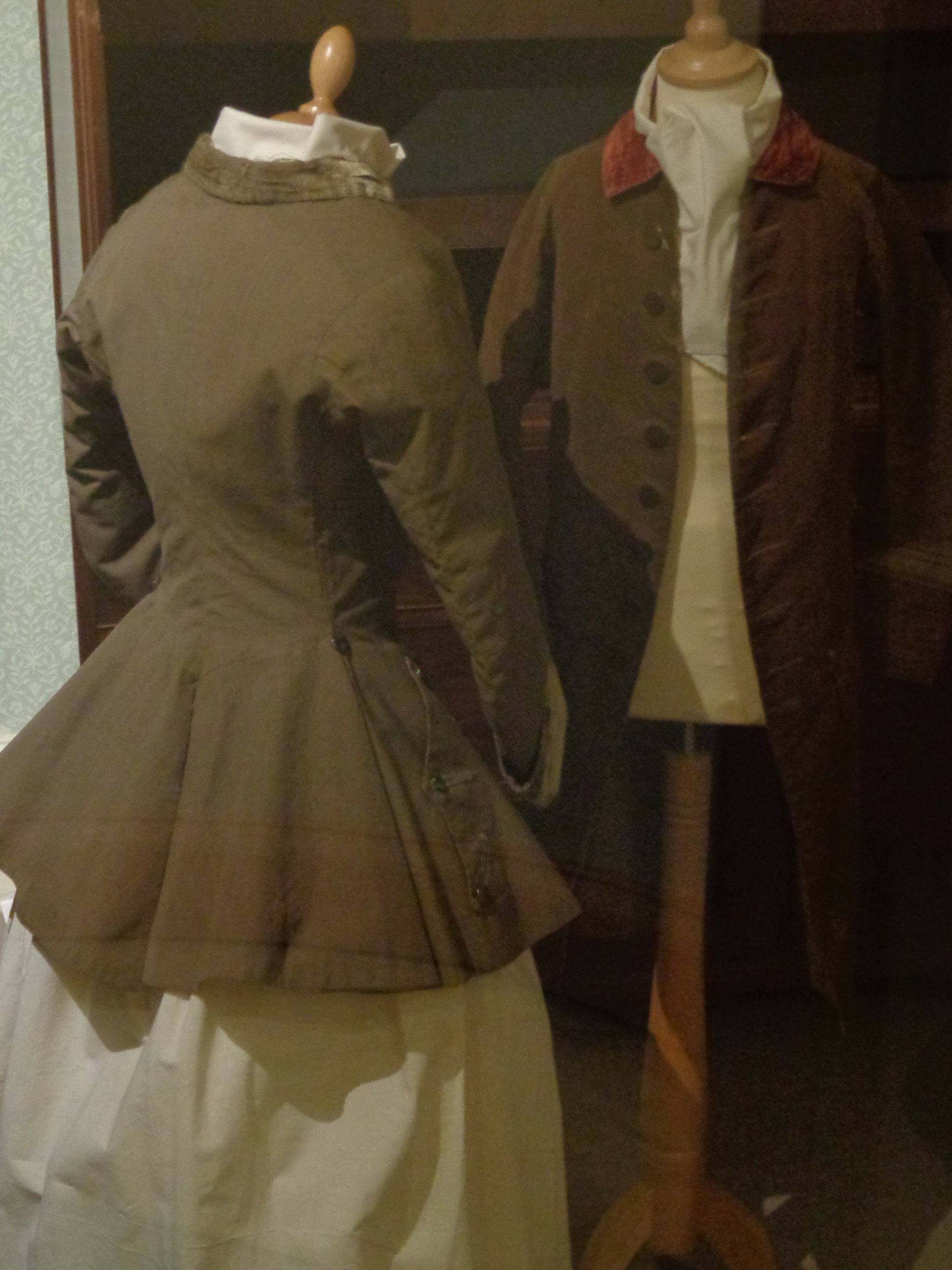 riding habits of the 18th c, what was a riding habit, examples of georgian or 18th c tailoring, frocks of the early 1700s