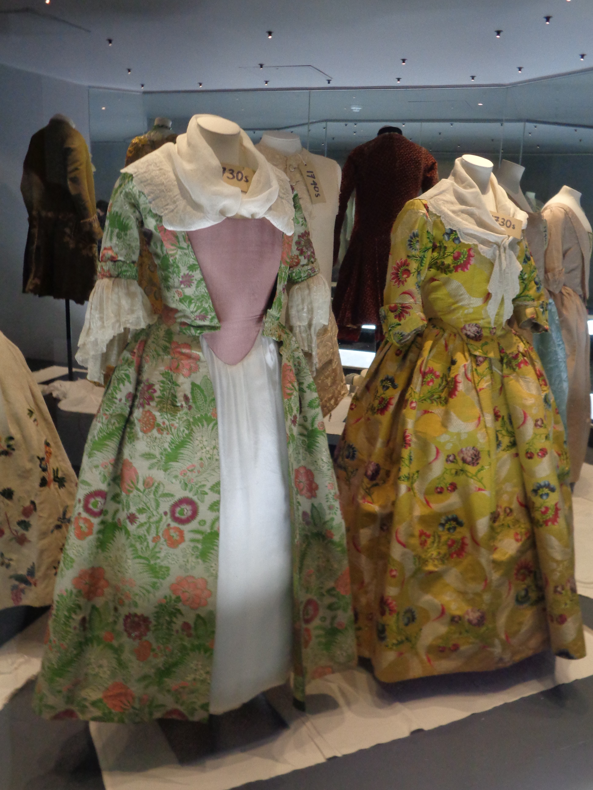 18th c seamstress - 1730s dresses