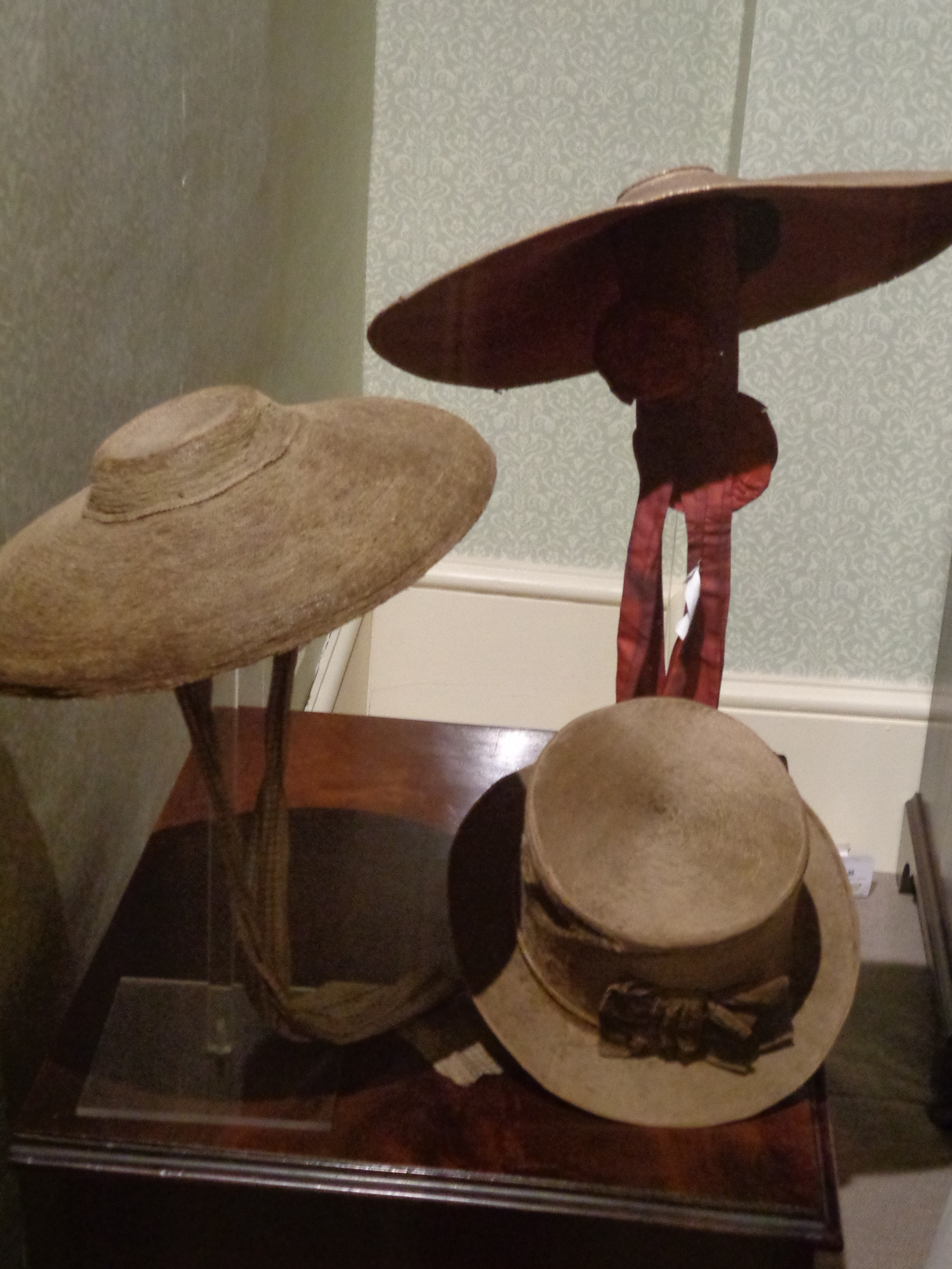 whats a bergere, examples of 18th c hats, straw hats from the 1700s