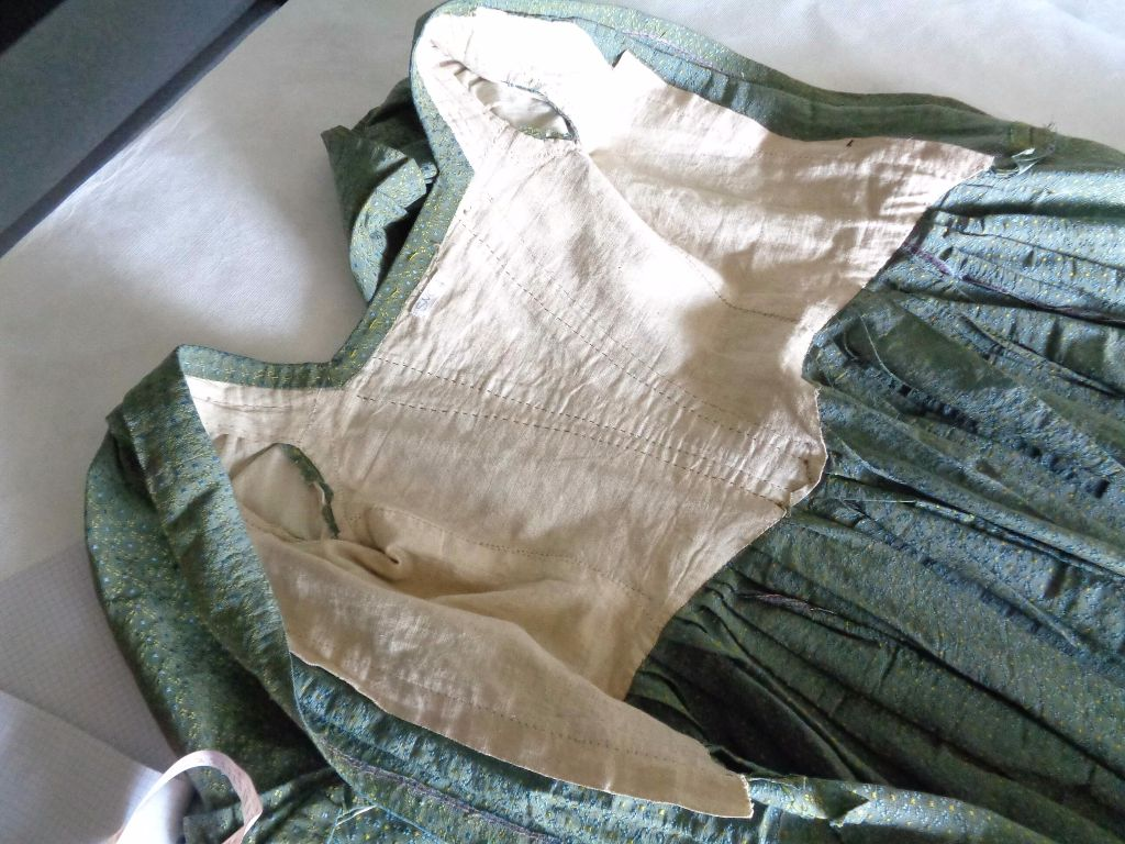 sewn down pleat gown research, 1740s fashion research, reenactment research for mid 18th c womens costume,