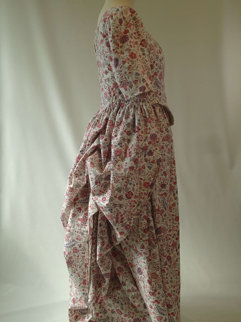 i want a replica costume made from the georgian period, dress like the duchess images, anglais gowns, 1770s fashion