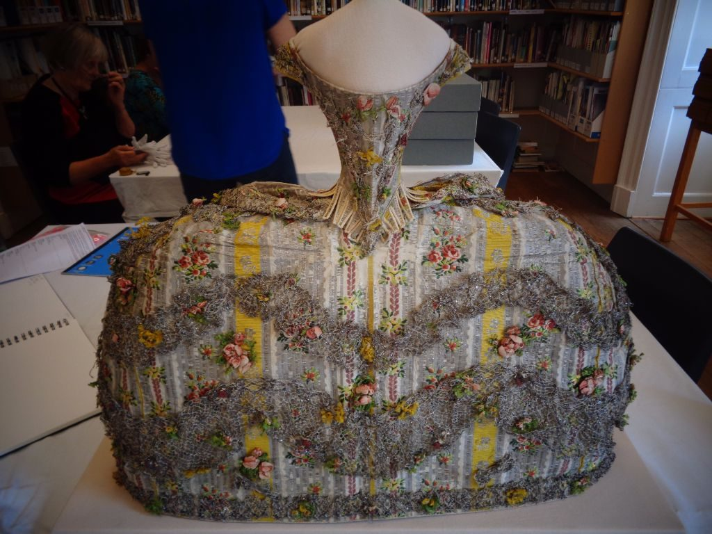 cuort dress for the 18th century, robe de cour and what it looks like, handbound costume research, the costume rooms in bude