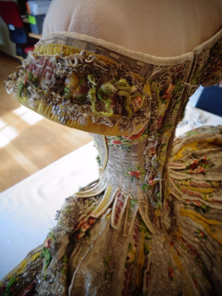 stiff bodied gown images, a study on stiff bodied gowns, what is a stff bodied gown, handbound costumes, the costume rooms