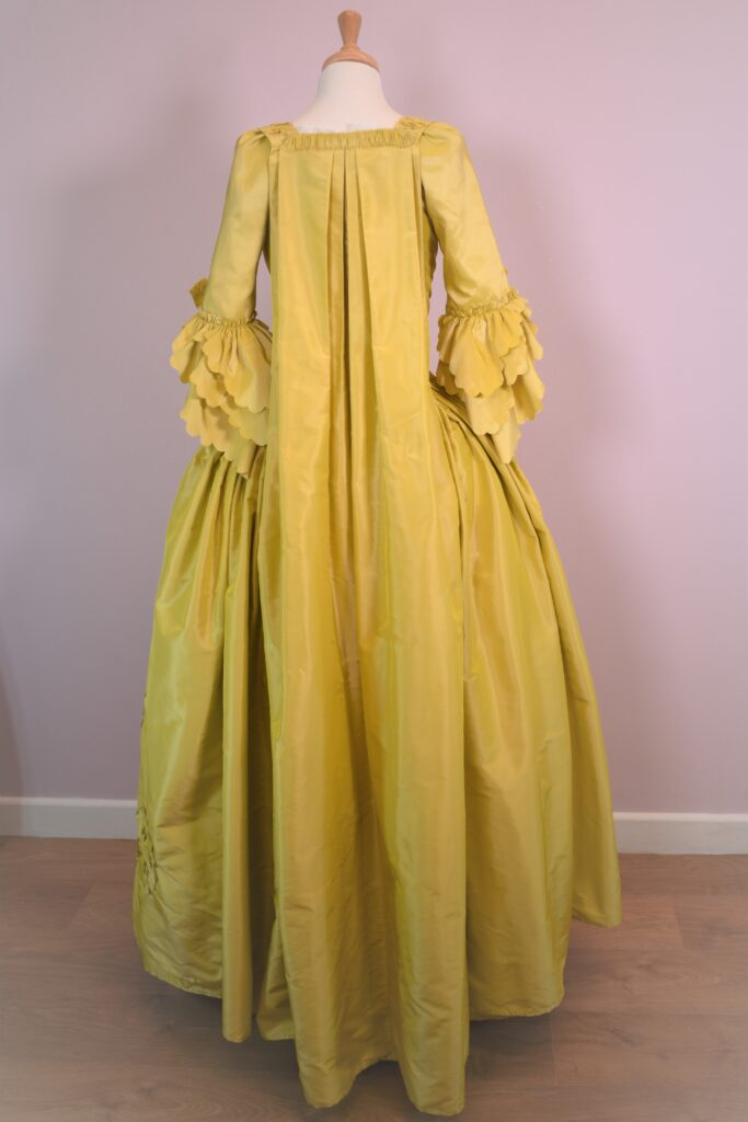 18th entury sack backs - is there a compnay in UK who makes historically accurate costumes from the 18th century